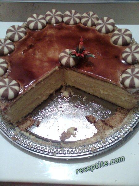 Снимки към Торта с карамелен топинг