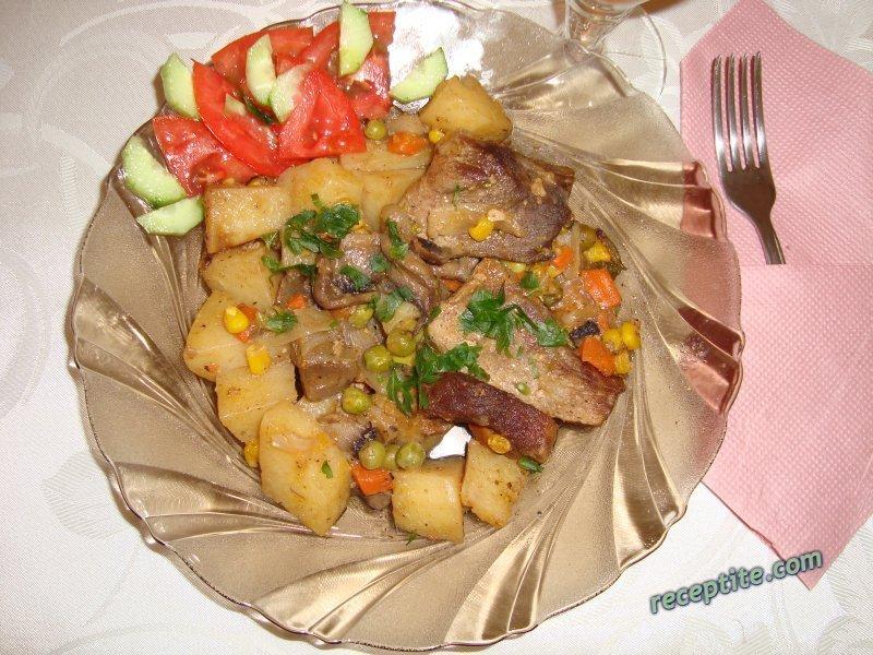 Снимки към Свинско с гъби и картофи в йенска тенджера