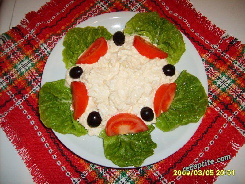 Снимки към Яйчена салата със сирене