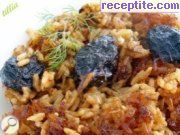 Prunes with leeks and rice