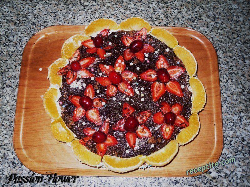 Снимки към Шоколадова торта с ягоди