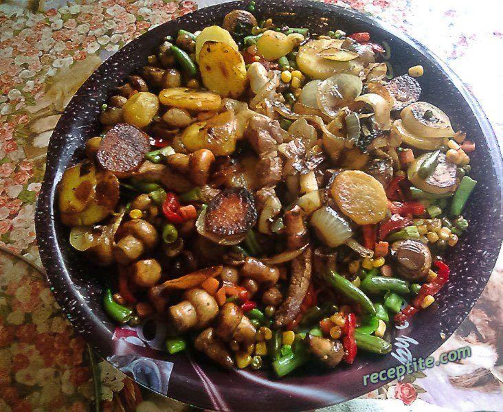 Снимки към Сач - зеленчуци с гъби и 3 вида месо