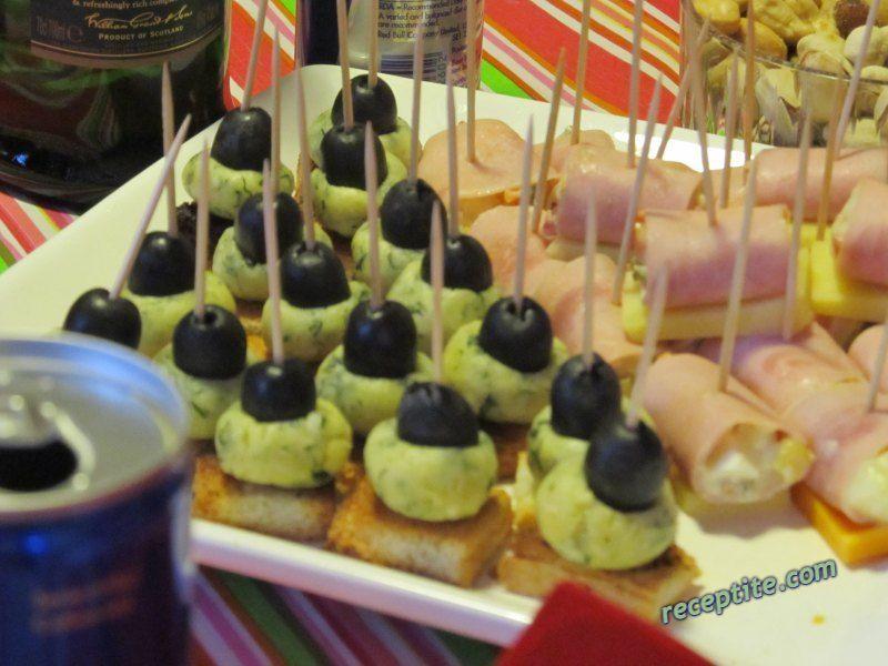 Снимки към Хапки със синьо сирене и кашкавал