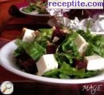 Green salad with beets, walnuts and melted cheese