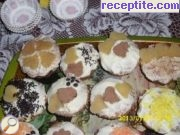 Muffins with vanilla cream and marzipan