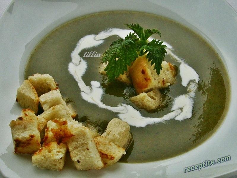 Снимки към Копривена крем-супа