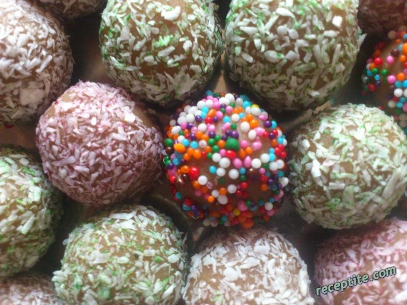 Снимки към Какаови топки от обикновени бисквити