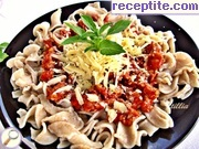 Pasta with mince and tomato sauce