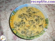 Spinach soup with noodles and soup thickener