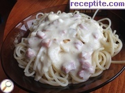 Spaghetti with cream and melted cheese