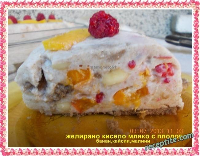 Снимки към Желирано кисело мляко с плодове