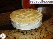 Biscuit layered cake with bananas