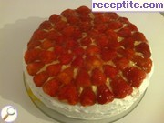 Layered cake with cream cream and gelatin
