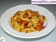 Shupfnudeli with skinless sausages, mushrooms and peppers