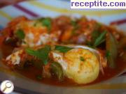 снимка 3 към рецепта Яйца с доматен сос