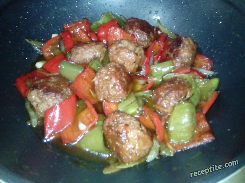 Снимки към Кюфтенца със зеленчуци
